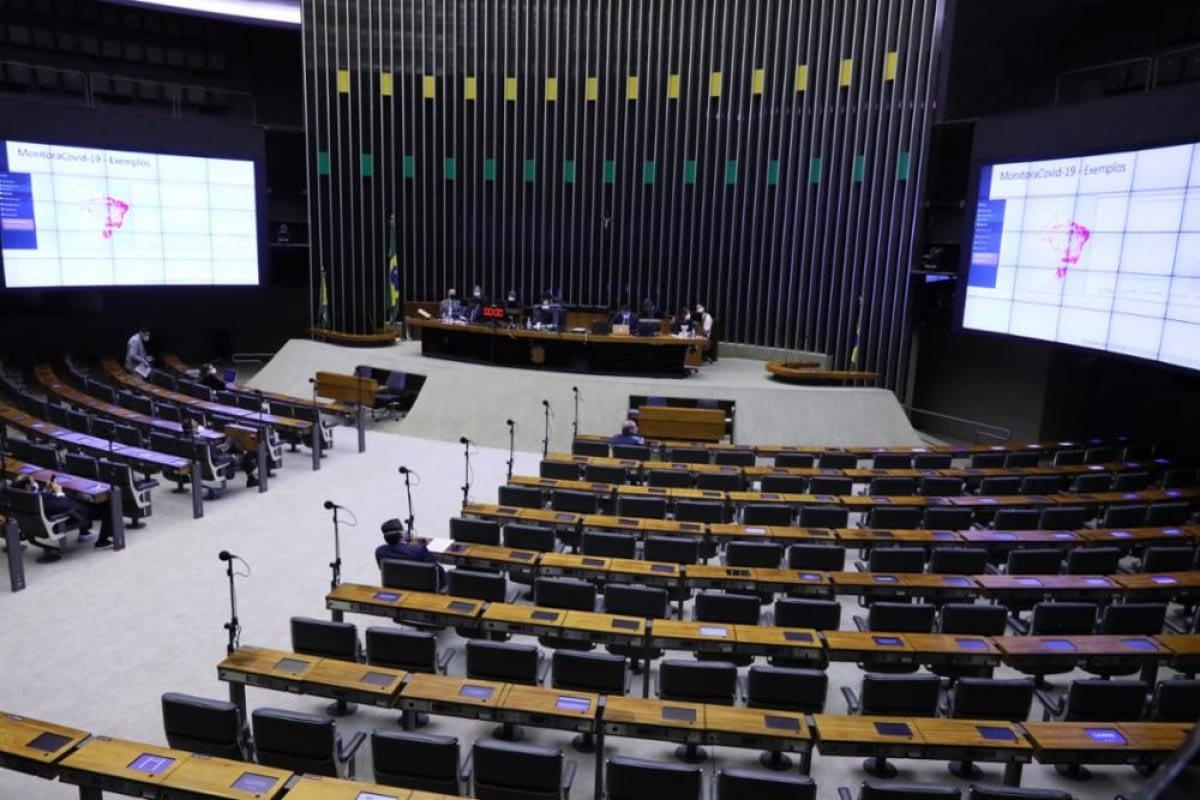 Câmara finaliza votação de projeto que altera código de trânsito e aumenta validade da CNH de motoristas profissionais
