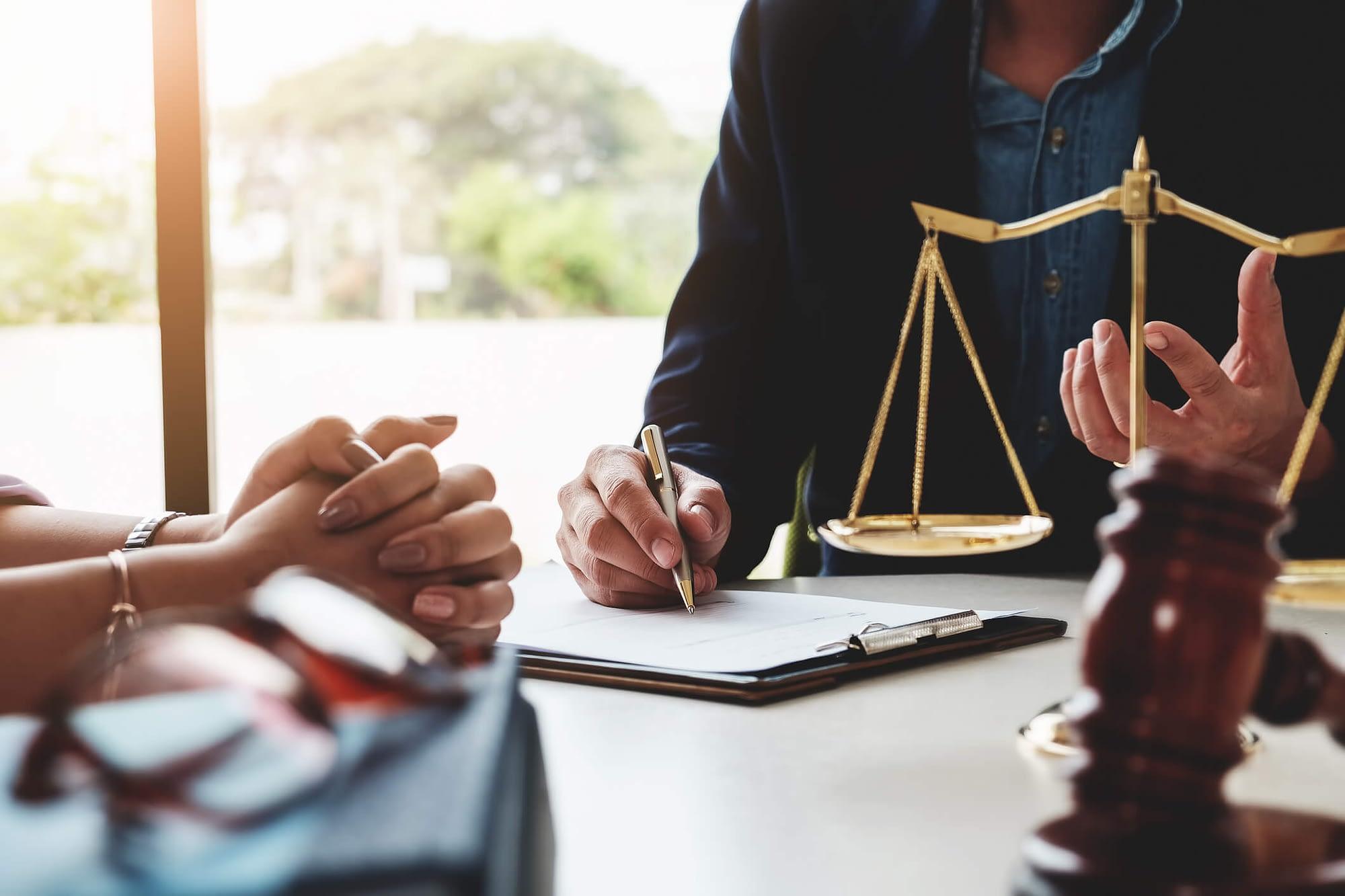 Como ganhar dinheiro como estudante ou bacharel de direito