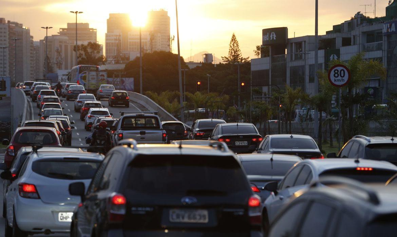 Circulação de carros cai em 50% no Brasil devido ao Coronavírus