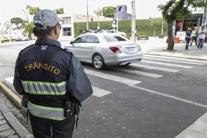 Pagamento de multas de trânsito está suspenso durante pandemia, mas fiscalização continua