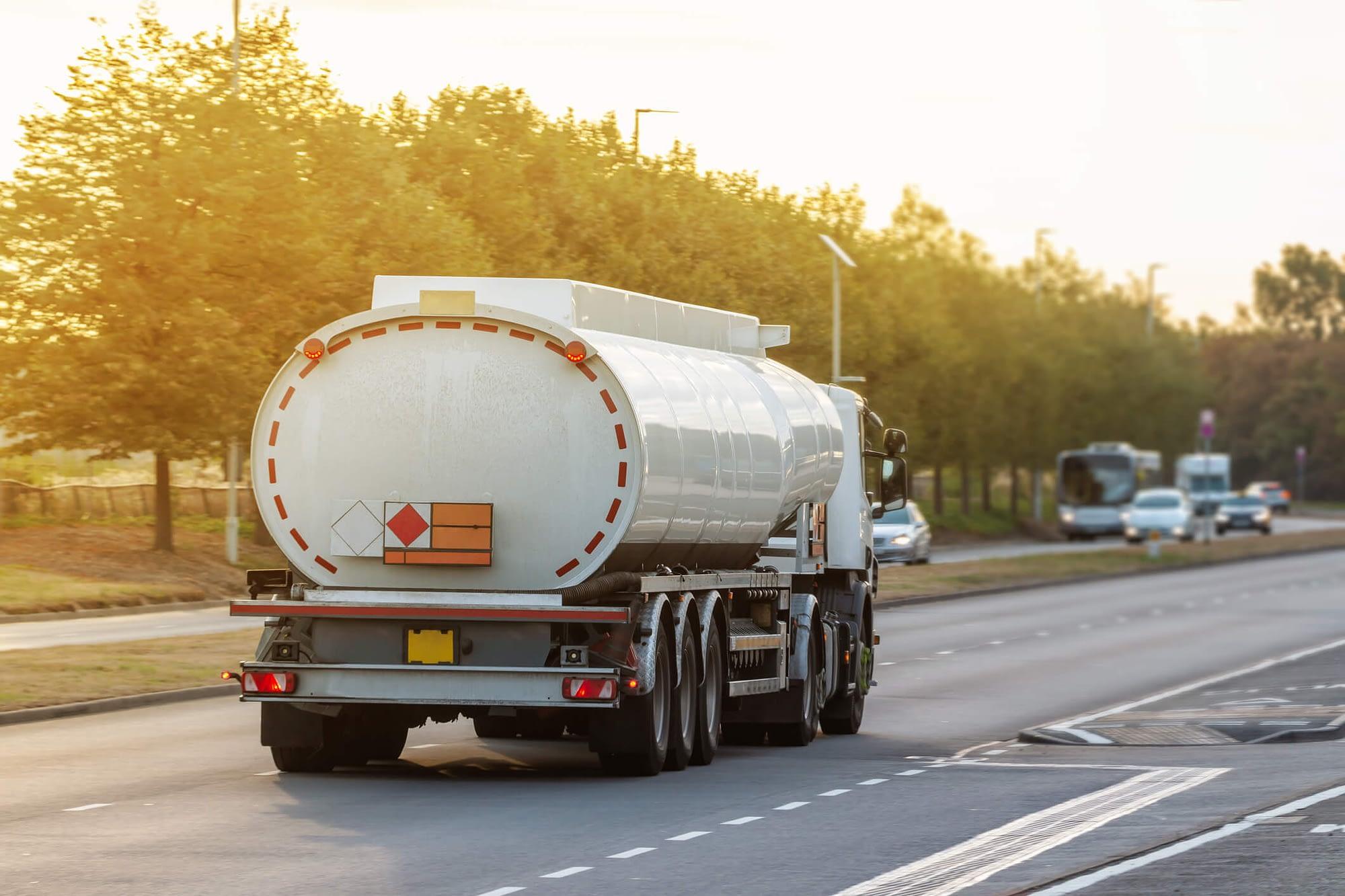12 dúvidas sobre leis de transporte de produtos e cargas perigosas